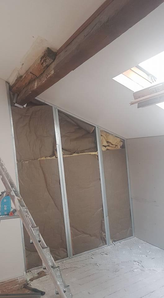 ragréage & rénovation appartement Paris : application peinture velours sur murs (marque unikalo), primaire accrochage au sol pour ragréage P3 fibré au sol…